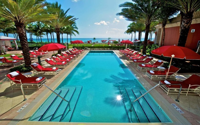 <p>94. Acqualina Resort & Spa, Florida, ABD</p>