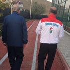 Devlet Bahçeli açık renk ve spor takım elbisesiyle poz verdi
