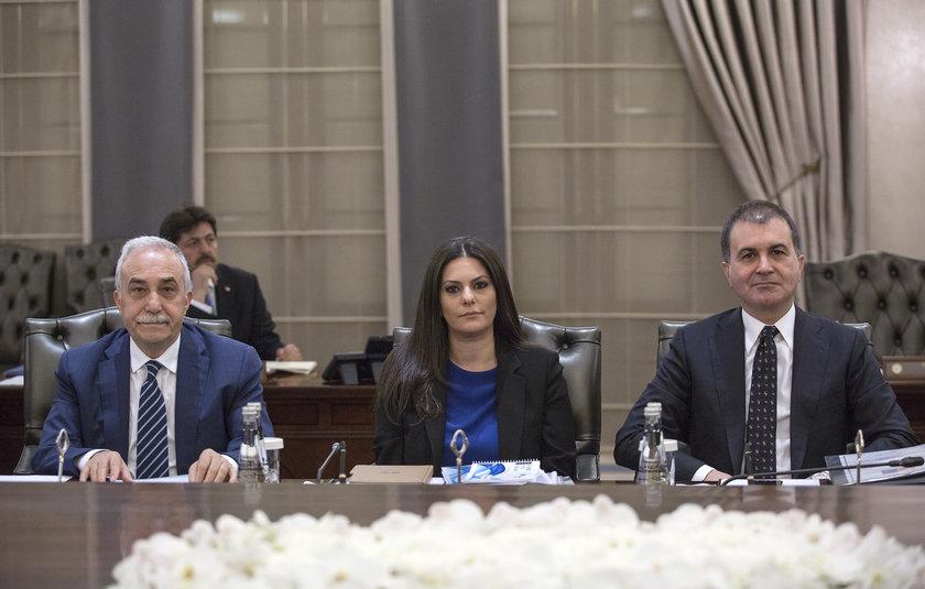<p>Gıda, Tarım ve Hayvancılık Bakanı Ahmet Eşref Fakıbaba (solda)</p>\n<p>Çalışma ve Sosyal Güvenlik Bakanı Jülide Sarıeroğlu (ortada)</p>\n<p>Avrupa Birliği Bakanı Ömer Çelik (sağda)</p>