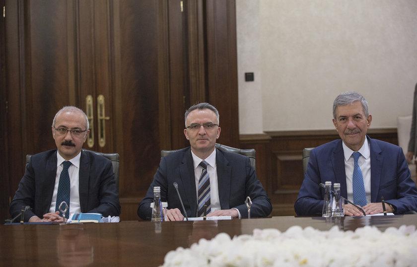 <p>Kalkınma Bakanı Lütfi Elvan (solda)</p>\n<p>Maliye Bakanı Naci Ağbal (ortada)</p>\n<p>Sağlık Bakanı Ahmet Demircan (sağda)</p>