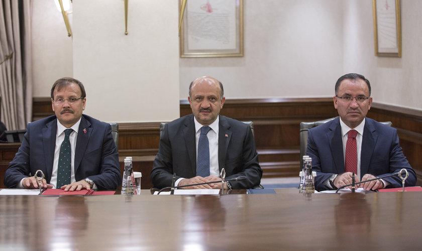 <p>Başbakan Yardımcıları Bekir Bozdağ (sağda),Fikri Işık (ortada) ve Hakan Çavuşoğlu (solda)</p>