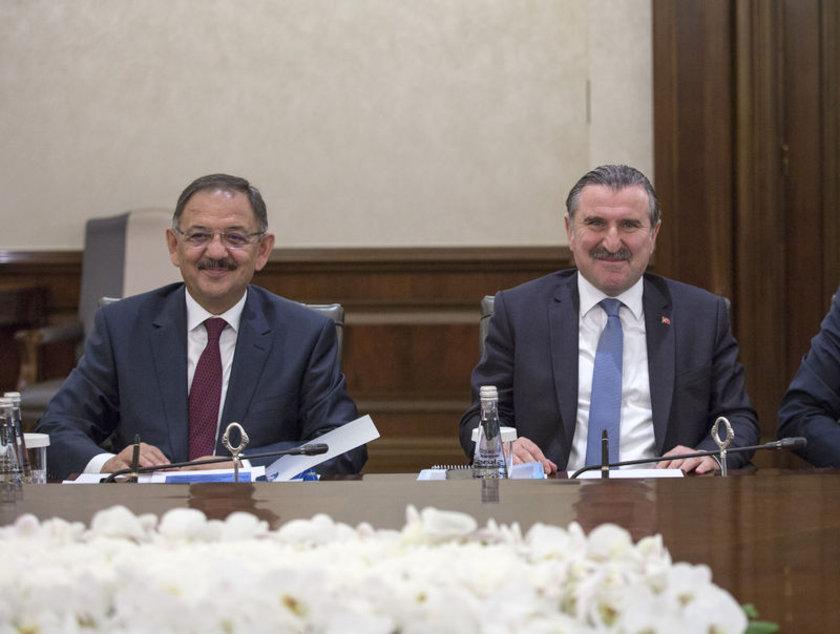 <p>Çevre ve Şehircilik Bakanı Mehmet Özhaseki (solda)</p>\n<p>Gençlik ve Spor Bakanı Osman Aşkın Bak (sağda)</p>