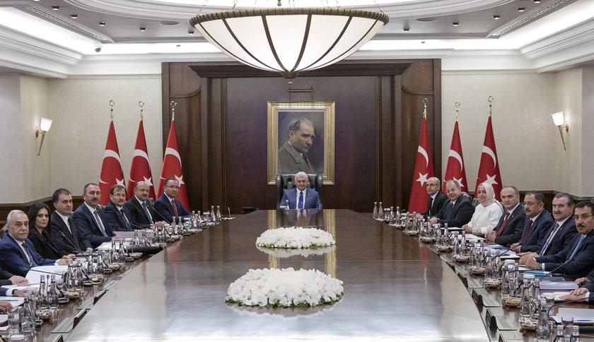 <p>Bakanlar Kurulu, Başbakan Binali Yıldırım'ın başkanlığında toplandı. Çankaya Köşkü'ndeki toplantı, saat 11.30'da başladı.</p>
