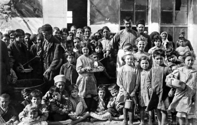 Bodrum'un geçmişten günümüze tozlu arşivlerde, yaşlıların sandıklarında ve Yunanistan'ın İstanköy Kent Kütüphanesi ile Almanya ve İngiltere'deki müzelerde saklanan çok sayıda fotoğrafı, açılacak Kent Müzesi'nde gün yüzüne çıkacak.