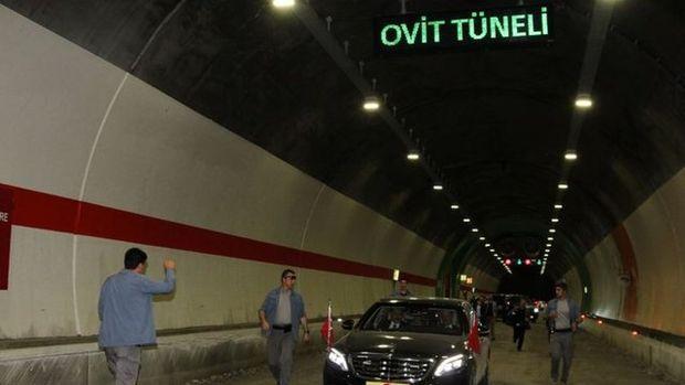 Cumhurbaşkanı Erdoğan, Ovit Tüneli'ndeki çalışmaları inceledi