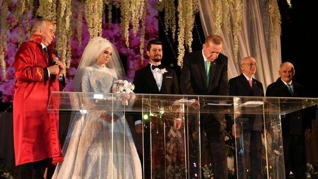 Bakan Zeybekci'nin kızı evlendi