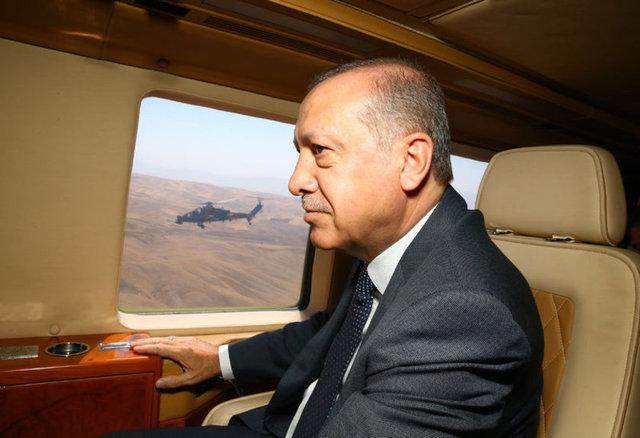 Helikopterle alana gelen Cumhurbaşkanı Erdoğan, kendisini bekleyen on binlerce vatandaşa hitap etti.