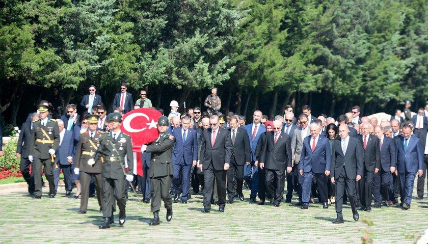 <p>30 Ağustos Zafer Bayramı ve Türk Silahlı Kuvvetleri Günü dolayısıyla Anıtkabir'de tören düzenlendi.</p>
