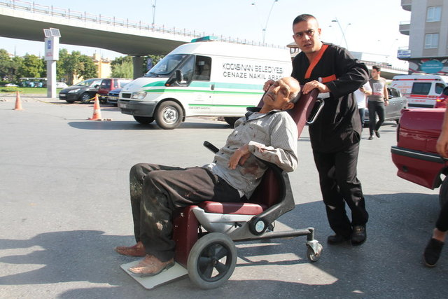 Kayseri'de Kurban Bayramı'nın ilk gününde kurbanlıklarını keserken yaralanan kasaplar hastanelere akın etti.