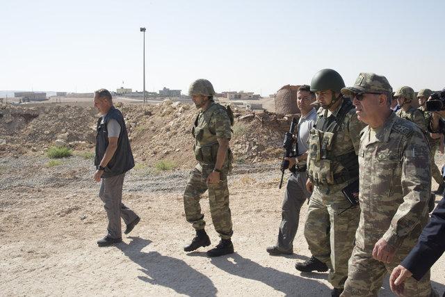 Genelkurmay Başkanı Orgeneral Hulusi Akar, Süleyman Şah Türbesi'ni ziyaret ederek, bölgede inceleme ve denetlemelerde bulundu.