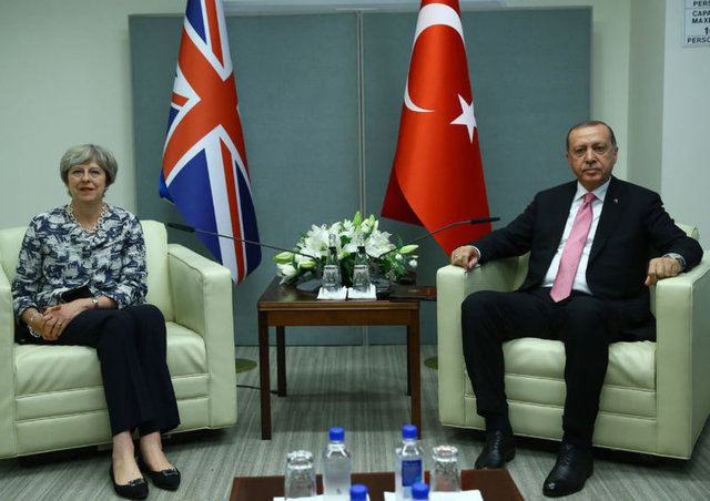 Cumhurbaşkanı Recep Tayyip Erdoğan, İngiltere Başbakanı Theresa May ile görüştü.