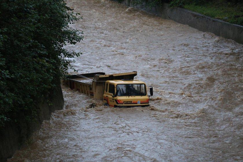 Rize Çayeli'de sel nedeniyle 1 kişi öldü 1 kişi yaralandı - Son ...