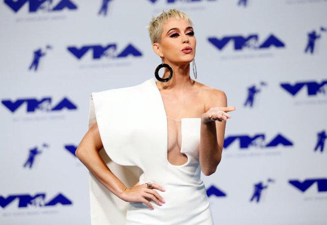 ABD'li şarkıcı Katy Perry, Los Angeles'taki malikânesini satışa çıkardı.