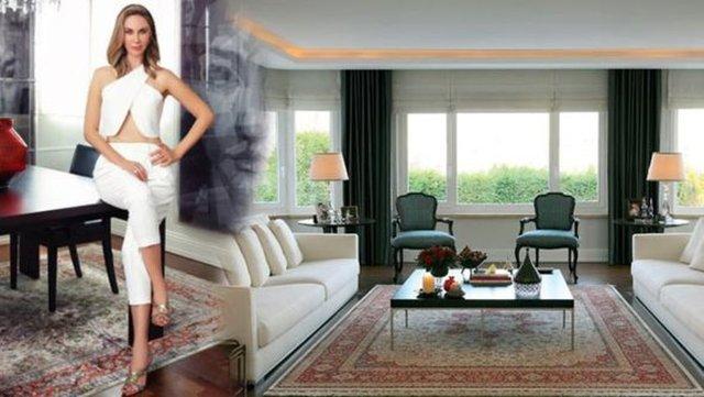 İbrahim Kutluay ile boşanma davası süren demet Şener, Levent'teki üç katlı villasını Instyle Home ekim sayısına açtı.