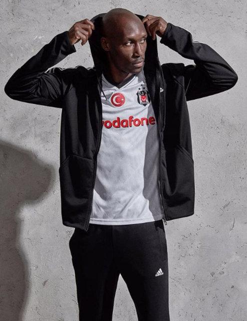 Beşiktaşlı Atiba Hutchinson, Maslak'taki bir sitede oturuyor.