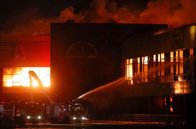 Rusya Acil Durumlar Bakanlığı, Moskova'daki Sindika Alışveriş Merkezi'nde henüz bilinmeyen bir sebepten çıkan yangından 55 bin metrekarelik alanın etkilendiğini açıkladı.