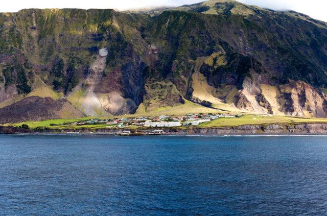 Atlantik Okyanusu'nun güneyinde yer alan ada kümesi Tristan da Cunha, dünyanın ulaşılması en zor yeri kabul ediliyor.