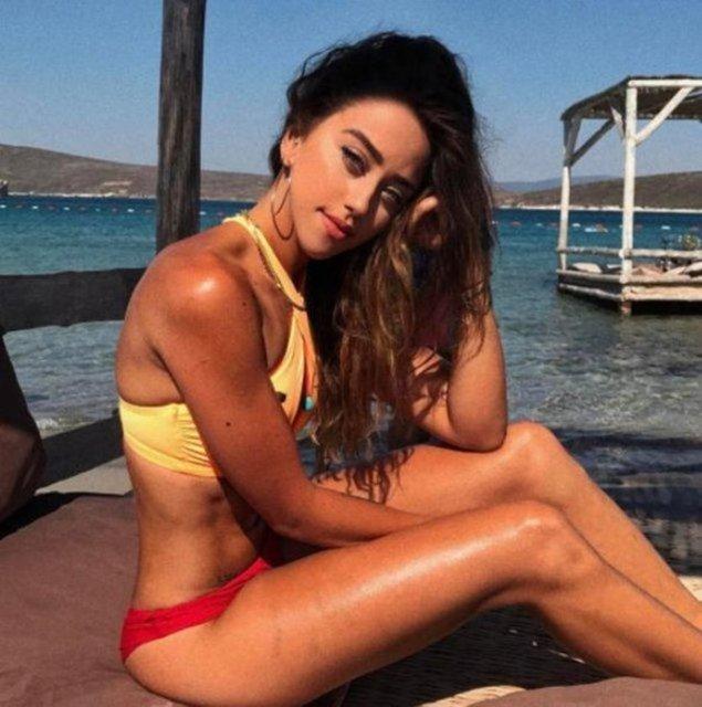 Hamdi Alkan'ın 2012'de boşandığı Canan Hoşgör'den olan kızı Zeynep Alkan, bir kozmetik markasının sosyal medyadaki yüzü oldu.
