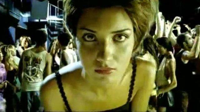 Televizyonun en gözde oyuncularından Tuba Büyüküstün, meğer bir zamanlar klip kızıymış!