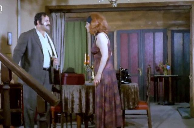 Kemal Sunal'ın başrolünü oynadığı 1977 yapımı Sakar Şakir filminde Gardrop Fuat'ın yerde kaydığı sahnedeki hata yıllar sonra fark edildi.