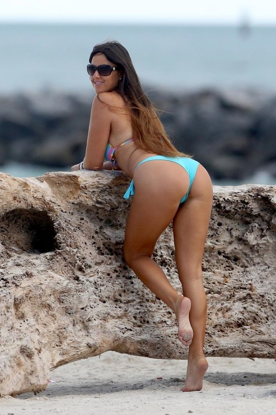 Romani'den bikini şov