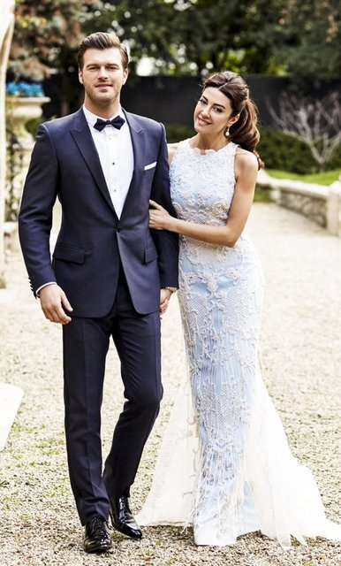 Kıvanç Tatlıtuğ'un eşi, stil danışmanı Başak Dizer Tatlıtuğ dizi ve sinema filmlerindeki karakterleri giydiriyor.