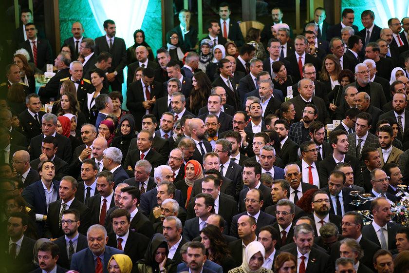 <p>29 Ekim Cumhuriyet Bayramı Resepsiyonu, Cumhurbaşkanı Recep Tayyip Erdoğan ve eşi Emine Erdoğan'ın ev sahipliğinde Cumhurbaşkanlığı Külliyesi'nde gerçekleştirildi. Programa çok sayıda davetli katıldı.</p>