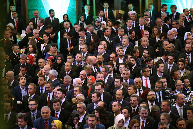 29 Ekim Cumhuriyet Bayramı Resepsiyonu, Cumhurbaşkanı Recep Tayyip Erdoğan ve eşi Emine Erdoğan'ın ev sahipliğinde Cumhurbaşkanlığı Külliyesi'nde gerçekleştirildi. Programa çok sayıda davetli katıldı.