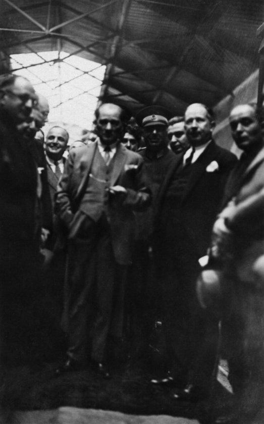 <p>Osmanlı Mebusan Meclisinde, 28 Ocak 1920'de 121 mebusun imzaladığı Misakı Milli Belgesi, Atatürk'ün, 1 Eylül 1922'de Dumlupınar'da orduya hitaben yazdığı \