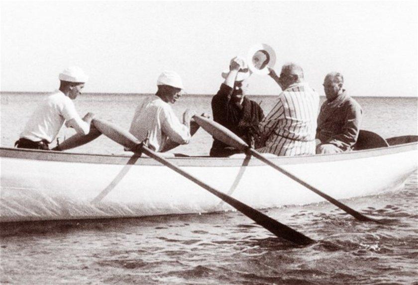 <p>Atatürk, 1935 yılında Florya'da görülüyor.</p>