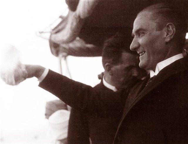 Anadolu Ajansı arşivinden çıkan Mustafa Kemal Atatürk'ün az bilinen fotoğrafları... Atatürk, 1927 yılında İstanbul'a gelişinde Ertuğrul yatında