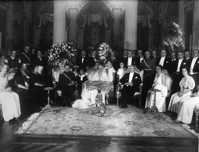 <p>Genelkurmay Askeri Tarih ve Stratejik ETÜT (ATASE) Daire Başkanlığı arşivlerinden derlenen 25 fotoğraf ve bazı belgeler, 10 Kasım Atatürk'ü Anma Günü ve Atatürk Haftası kapsamında Anadolu Ajansı (AA) ile paylaşıldı.</p>