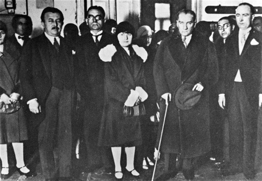 <p>Atatürk, 14 Mayıs 1931'de Ankara Palas'ta bir düğünde görülüyor.</p>