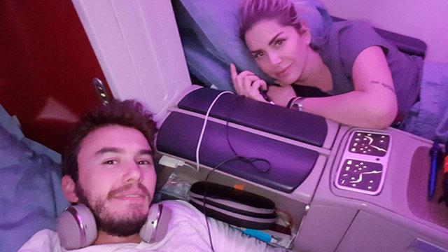 Bir süredir eşi Selin İmer ile birlikte Miami'de olan Ceceli, Türkiye'ye dönüşte verdiği pozu Instagram'da paylaştı.