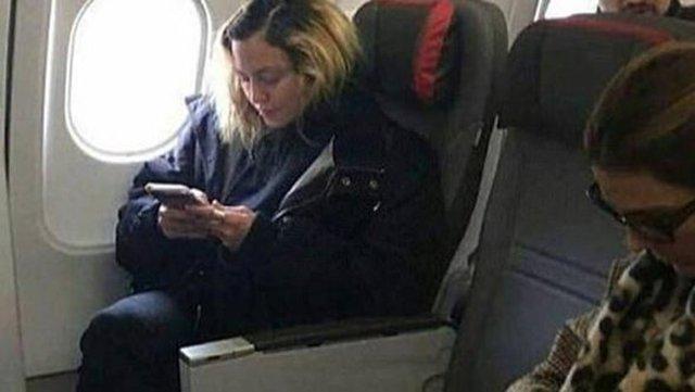 Dünyanın sayılı zenginlerinden biri olan pop müziğin prensesi Madonna, Londra'dan Portekiz'in başkenti Lizbon'a giden yolcuları şaşırttı.