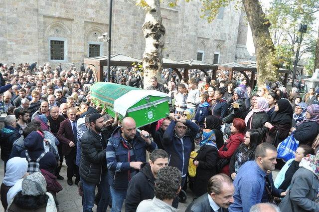 Youtube fenomeni ve oyuncu Cem Korkmaz son yolculuğuna uğurlandı. Cenazesi Bursa'da defnedilen Cem Korkmaz'ı, çocuk hayranları yalnız bırakmadı. Cem Korkmaz'ın cenazesinden kareler...
