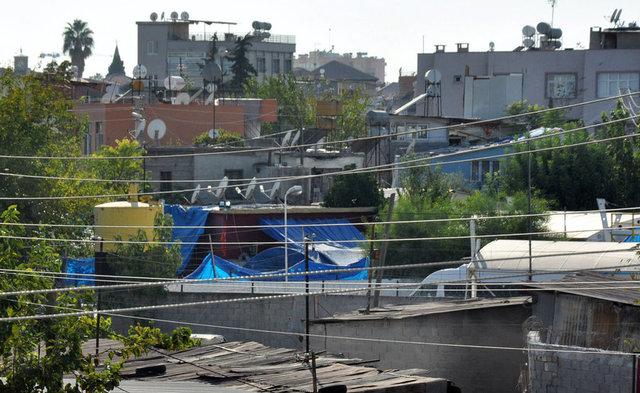 Mersin'in Tarsus ilçesinde 1 yıldır sürdürülen kazı çalışmaları kapsamında açılan çukurlar kapatıldı.