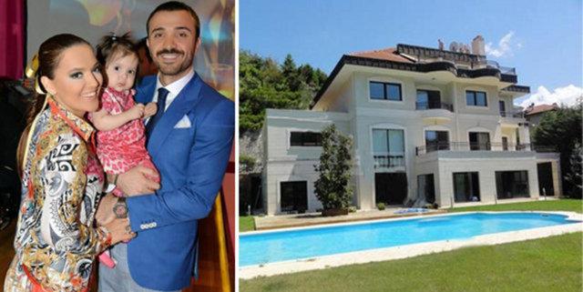 Şarkıcı Demet Akalın, Beykoz'daki 18 milyon TL'lik yeni villasına taşınırken eski evinde poşetin içinde 1 milyon TL'sini unuttu.
