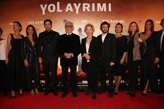 Yavuz Turgul ve Şener Şen'i 7 yıl aradan sonra yeniden buluşturan 'Yol Ayrımı' ilk sınavını verdi.