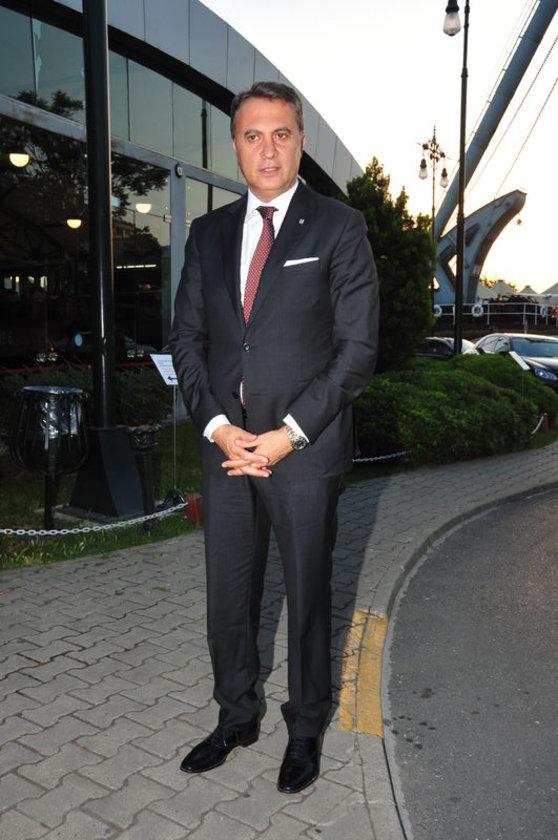 <p>FİKRET ORMAN</p>