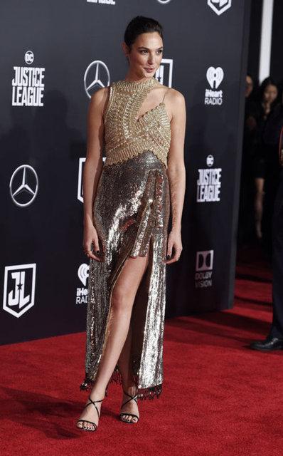Adalet Birliği (Justice League) filminin prömiyeri yapıldı. Filmin başrollerindeki İsrailli aktris Gal Gadot ve ABD'li aktris Amber Heard gecenin en şık isimlerinden oldu.