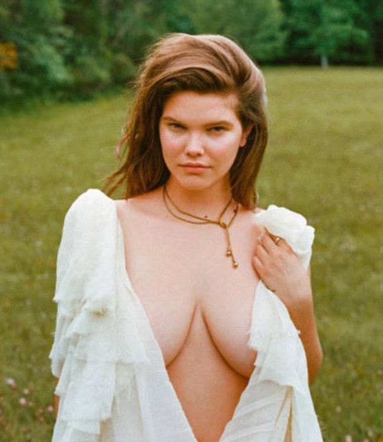 Playboy dergisi ilk kez kapağı için büyük beden model tercih etti.