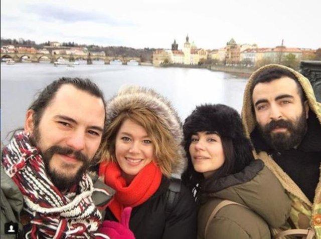 Burcu Biricik ve Emre Yetkin, yakın dostları Zeynep Çamcı ve Serhat Bayram ile tatile çıktı