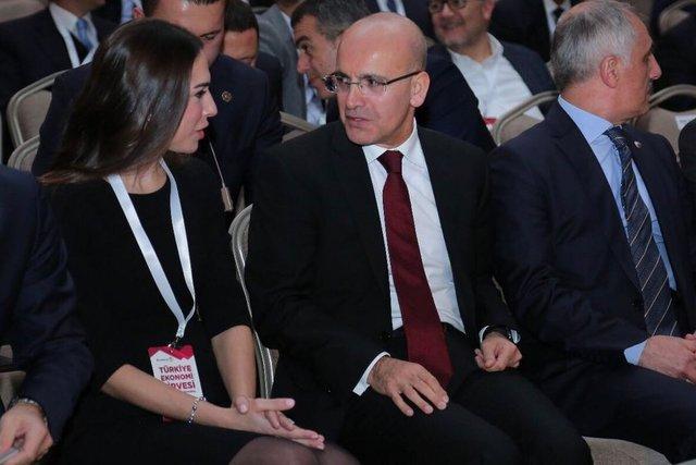 (Soldan sağa) Didem Ciner, Başbakan Yardımcısı Mehmet Şimşek, Hazine Müsteşarı Osman Çelik