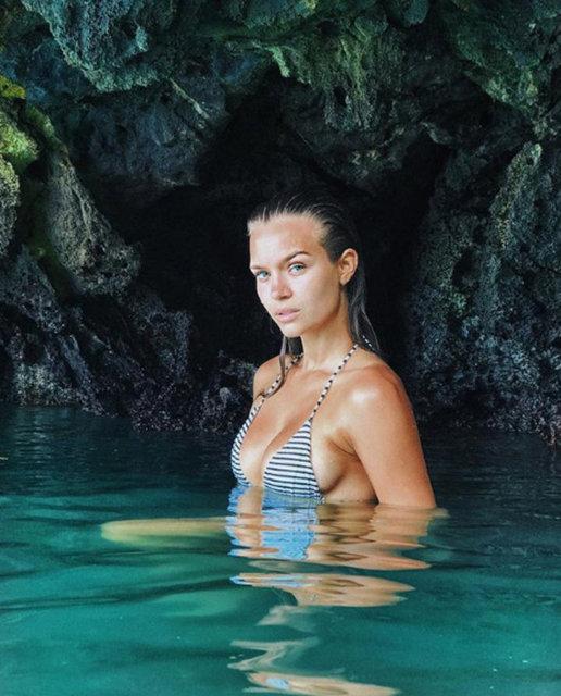 Sevgilisi Alexander DeLeon ile beraber Tayland'a giden Josephine Skriver, sosyal medyadan tatil kareleri paylaşmayı ihmal etmiyor.