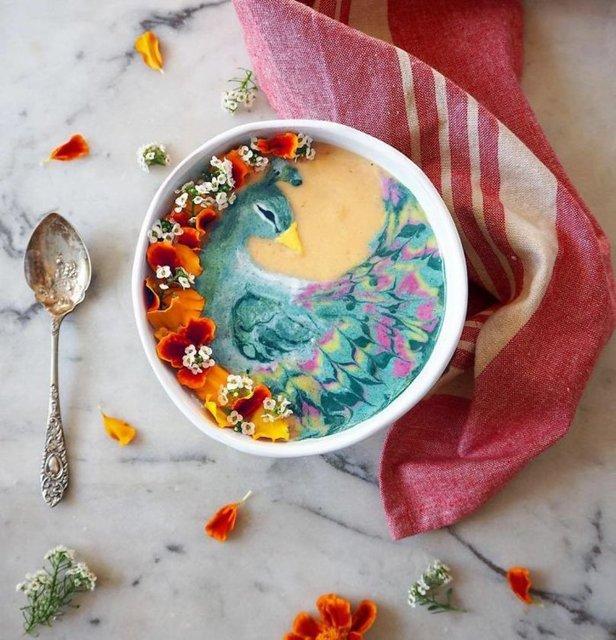 Yeni Zelanda'da yaşayan sanatçı Hazel Zakariya, hazırladığı smoothie kaselerini sanat eserine çeviriyor.