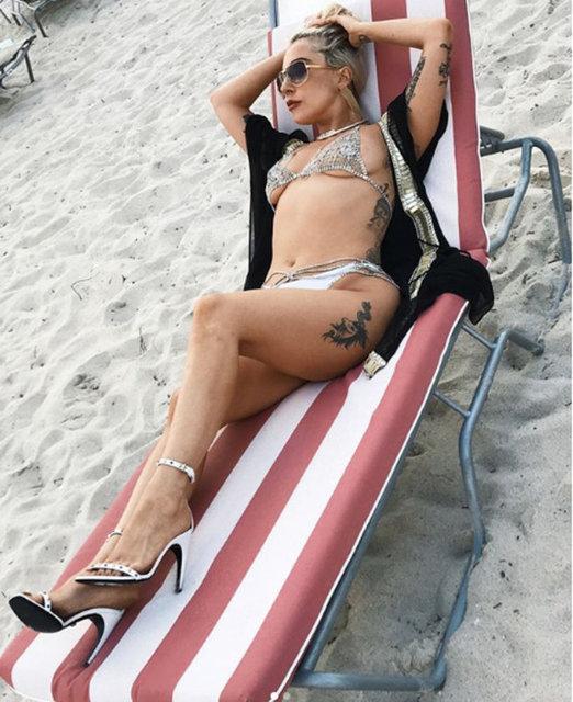 Çılgın giyim tarzı ve sahne performansı ile 'yeni nesil Madonna' olarak lanse edilen Lady Gaga, Miami ziyaretinden fotoğrafları Instagram'da takipçilerinin beğenisine sundu.