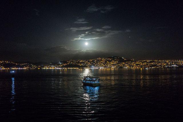 Ay'ın Dünya'ya en yakın konumuna gelmesi beklenen doğa olayı İstanbul başta olmak üzere birçok ilden izlendi.