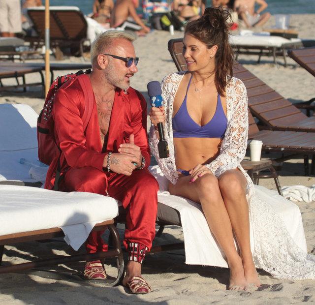 Ultra lüks yaşam tarzı ve sıra dışı kıyafetleriyle sosyal medyada milyonlarca takipçi toplayan Gianluca Vacchi, plajda saten pijama giyerek yine tarzını konuşturdu.