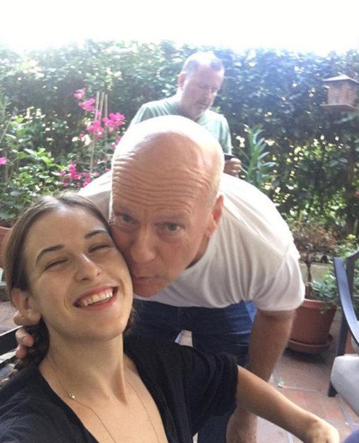 Hollywood'un ünlü çifti Bruce Willis ve Demi Moore, her ne kadar evliliklerini sürdürememiş olsalar da çocukları için bir araya gelmekte sakınca görmüyorlar.